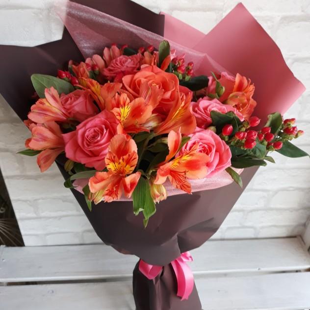 Маленькие букеты из альстромерии и розы, заказ