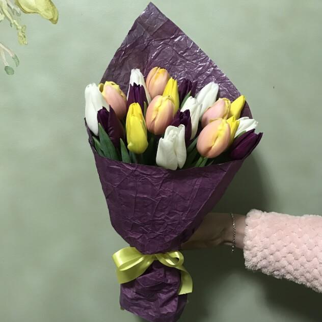 Букет из 21 нежного тюльпана